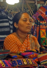 goa-night-market-woman-01