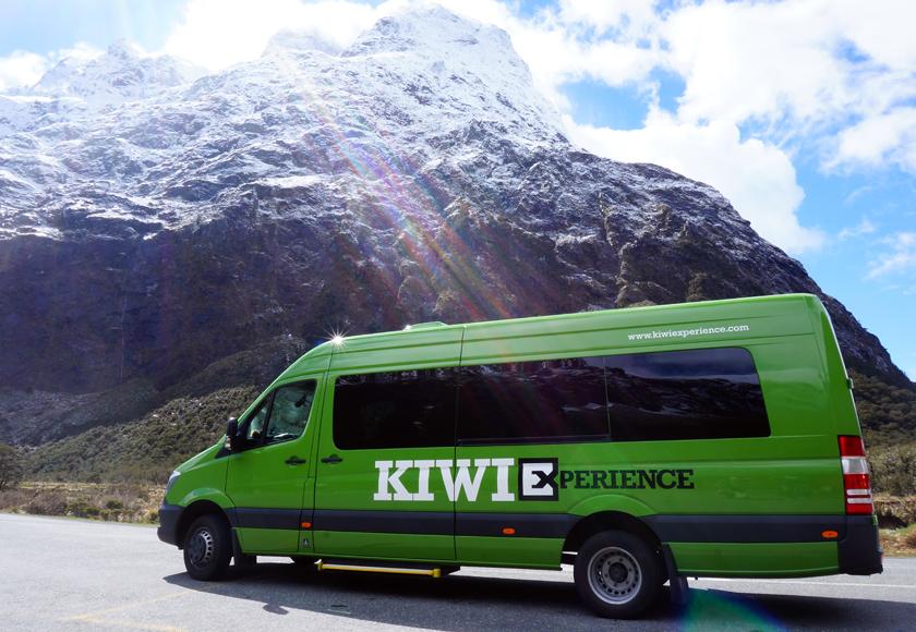 milford-sound-kiwi-bus-01-840