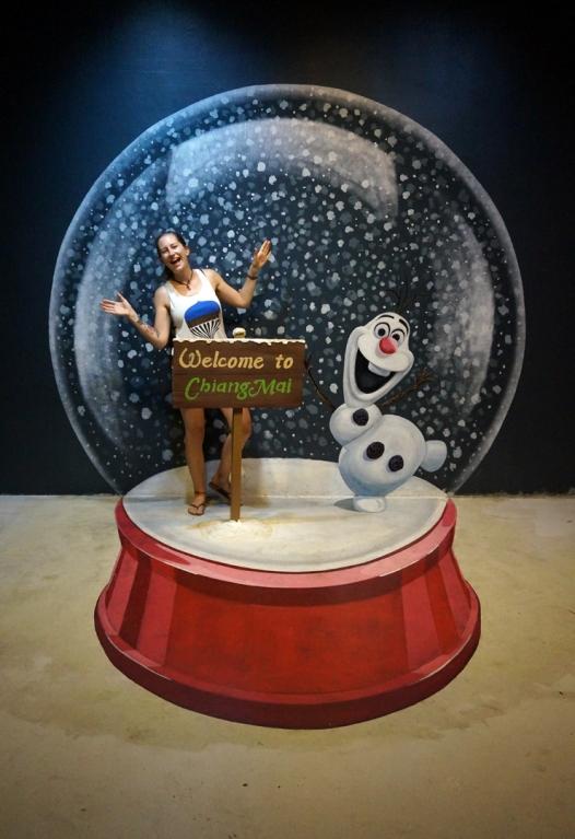 art-in-paradise-snow-globe-740