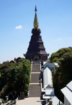doi-inthanon-summit-pagodas-03-740