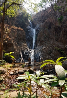 mae-yen-waterfall-03-740