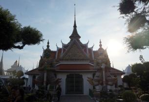 bangkok-temple-of-dawn-01-840
